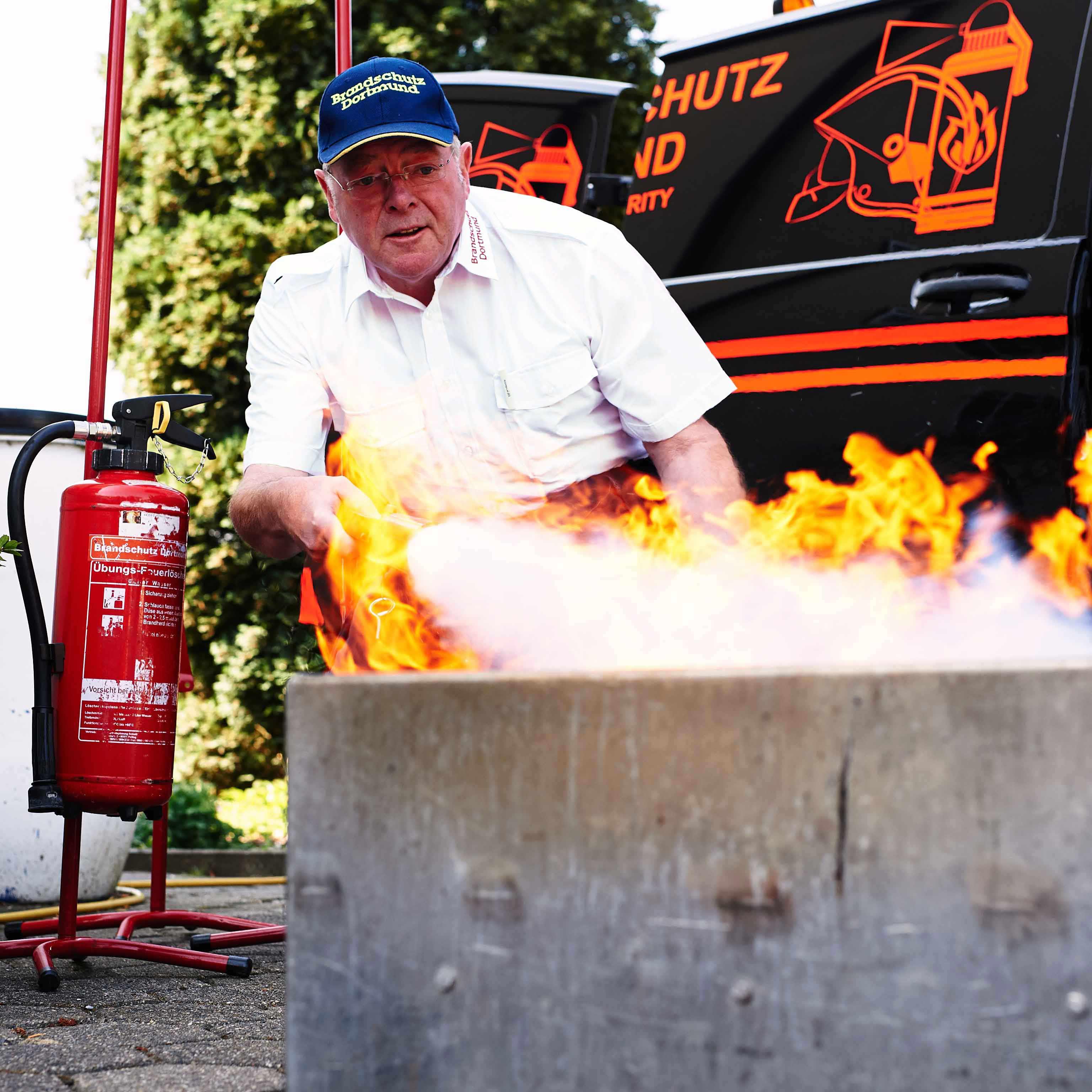 Brandschutz Dortmund Karl-Heinz Sprigade | mobile Bandschutzprävention & Management | Brandschutzhelfer | Evakuierungshelfer | Brandschutzkonzepte | Brandschutzerziehung sowie Übungen und Trainings schon von Klein an (Kindergeburtstag)